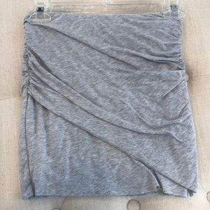 Splendid soft grey stretchy mini skirt w scrunch